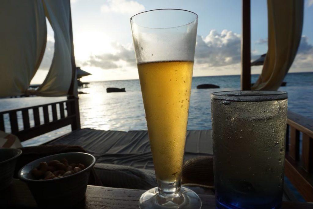 モルディブ プール ビール